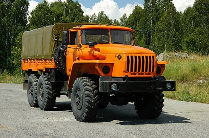 Автомобиль Урал - 4320