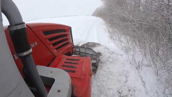 Кировец на уборке снега