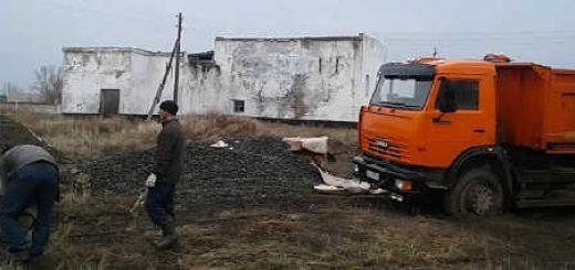 Трактор Кировец вытаскивает КамАЗ