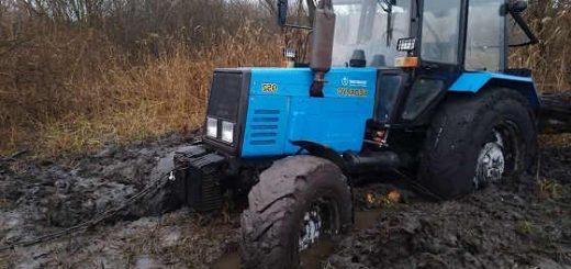 Утопили три трактора