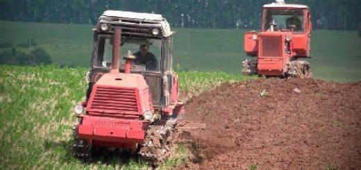 Вспашка поля гусеничными тракторами ВТ-100 и ДТ-75