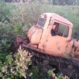 Дт-75 хулиганит по ручьям