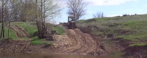 ДТ-75 через речку