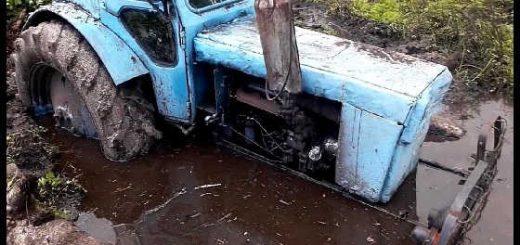 Трактор Т40 в болоте