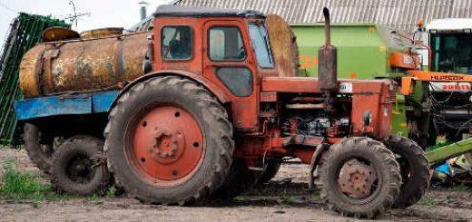 Трактор со странной шиной