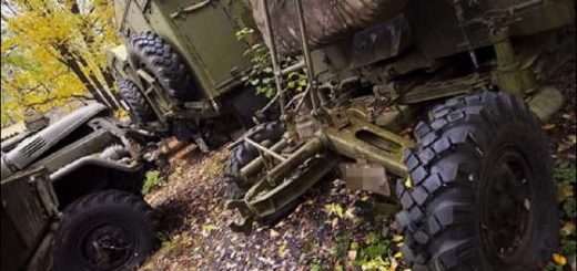 Заброшенный арсенал военной техники в лесу в Подмосковье