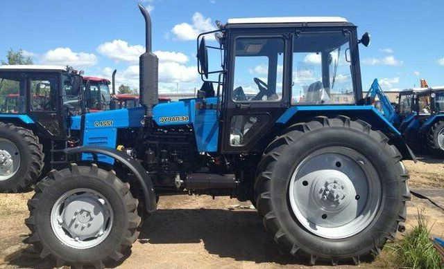 Тракторы МТЗ 1221.2 в сцепке с комбайнами