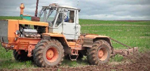 трактор ХТЗ Т-150К пашет поле