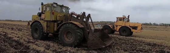 Трактор Кировец с водой в колёсах