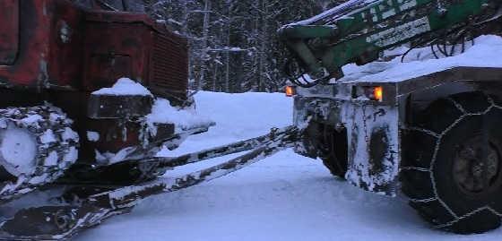Перевозка трактора ТТ-4 на лыжах зимой