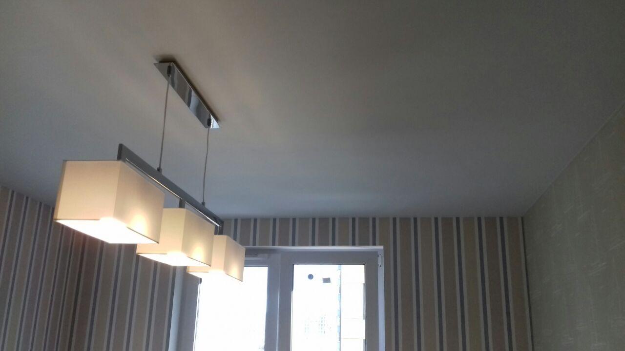 Натяжной потолок преобразит вашу комнату