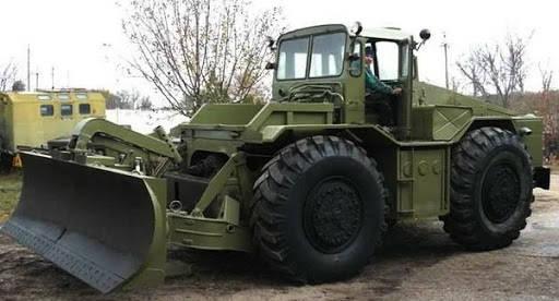 военный трактор МАЗ 538