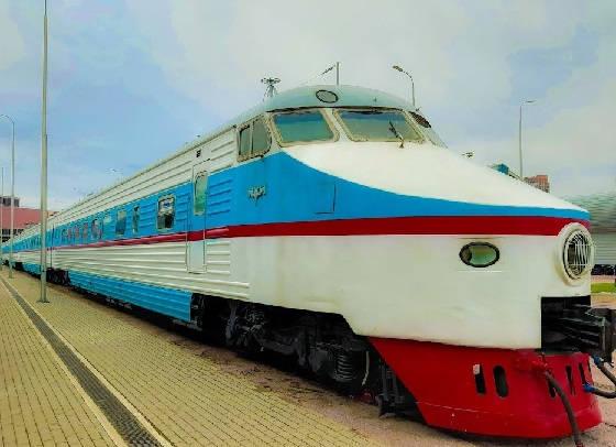 ЭР200 - самая быстрая электричка СССР