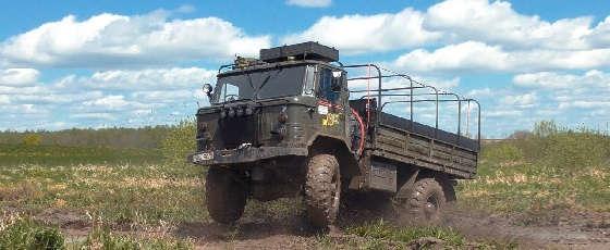 дизельные грузовики ГАЗ-66, ЗиЛ-157 на бездорожье