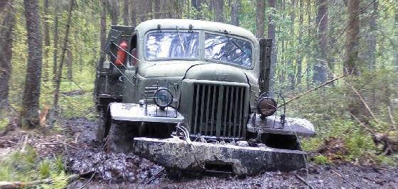 Дизельный ЗиЛ-157 в грязи