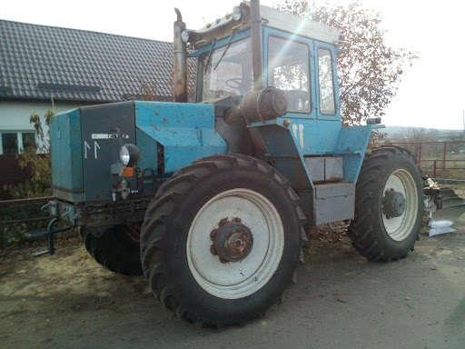 Трактор ХТЗ с двигателем КАМАЗ