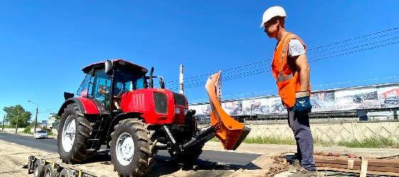 Трактор МТЗ Беларус-2022.3 с гидроповоротным бульдозерным отвалом