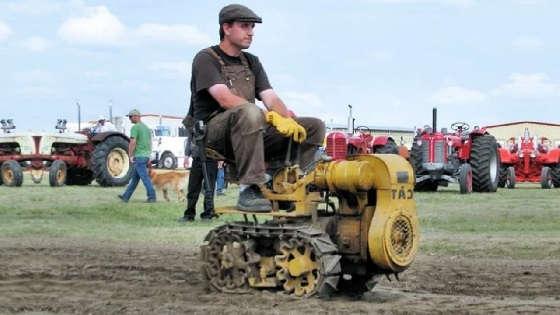Самый маленький трактор на гусеницах