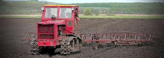 Трактор Т-4А Алтай с двумя культиваторами КПС-4