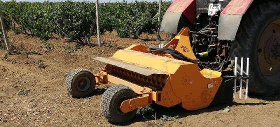 Трактор Беларус 892 с мульчером Serrat Olivina