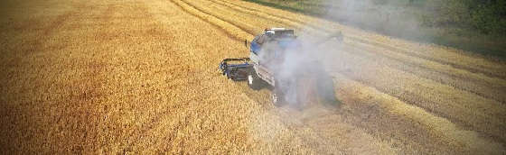 Комбайны John Deere спасают урожай от огня