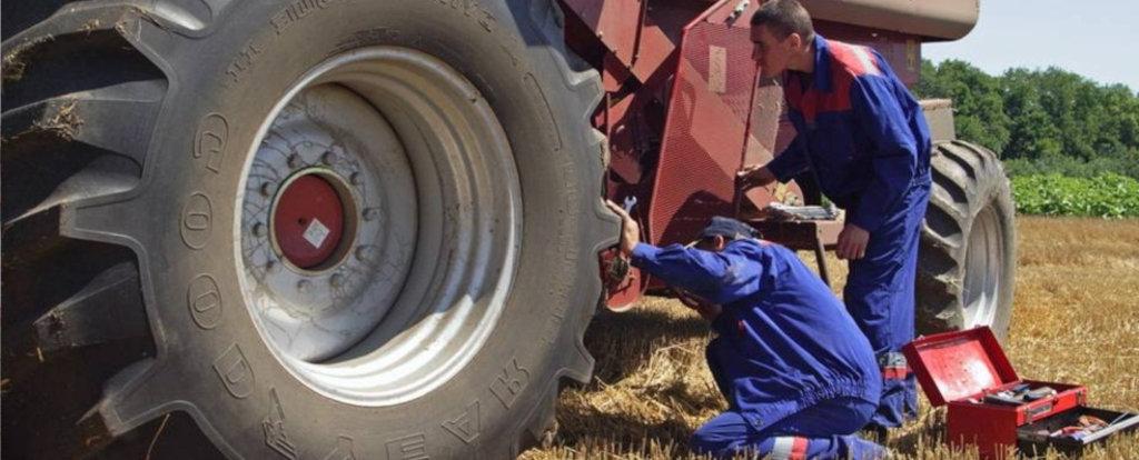 Ремонт сельхозтехники в открытом поле