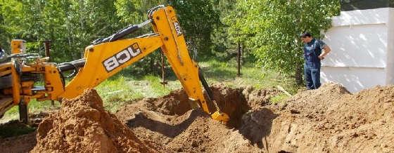 Как выкопать траншею экскаватором-погрузчиком JCB?