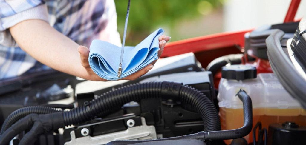 Как правильно проверить уровень моторного масла