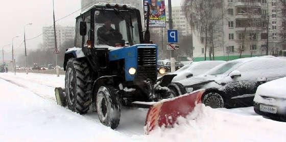 Снегоуборочные тракторы и машины в действии
