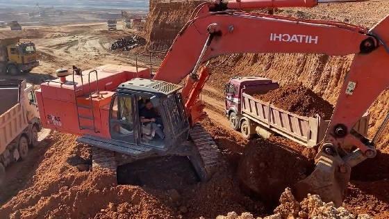 Карьерный экскаватор Hitachi Zaxis 670LCR