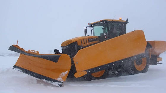 JCB 8330 уборка снега