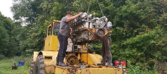 Ремонт К-701: Установка двигателя