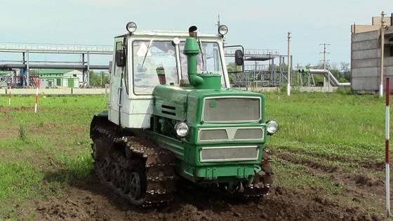 Советский гусеничный трактор Т-150